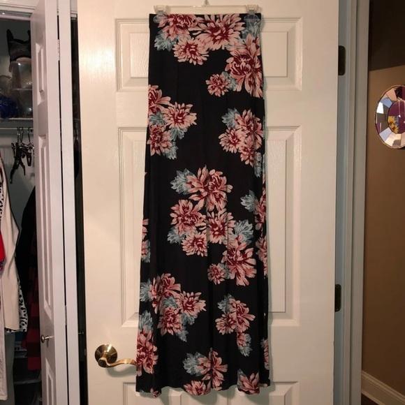 Mystique Boutique Dresses & Skirts - Maxi skirt